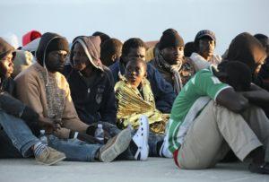 migranti-soccorsi-augusta-reuters