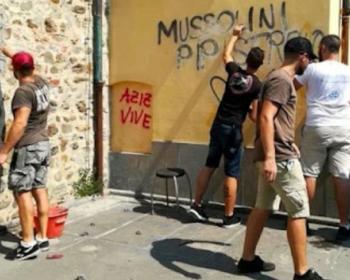 """La Spezia, 2018 – Militanti di CasaPound cancellano scritte che """"insultano Mussolini"""" (dall'inchiesta E 'sti spazi!? sul neofascismo a La Spezia)"""